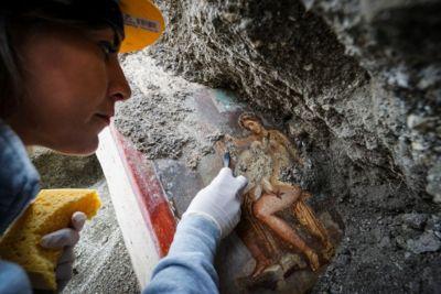 Descubren en Pompeya un fresco del mito griego Leda y el Cisne